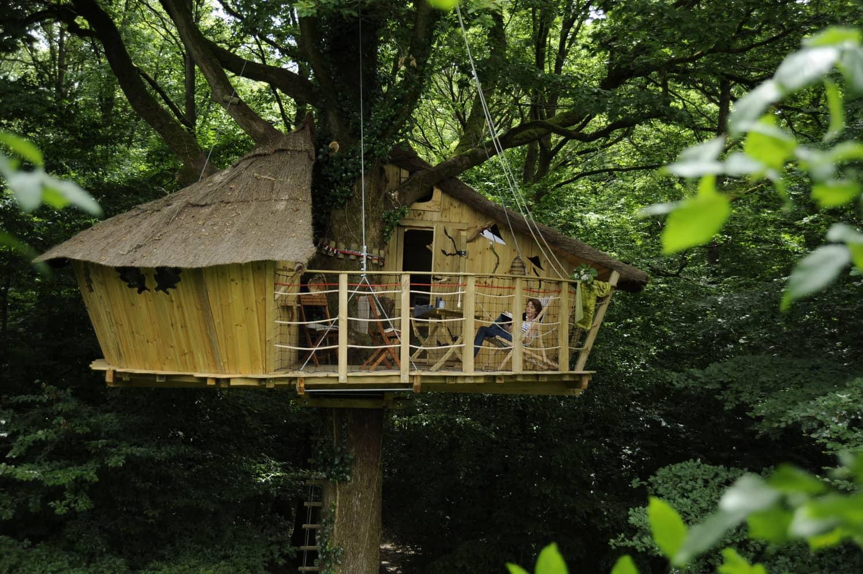 cabanes du bois landry accessibles par un escalier. Black Bedroom Furniture Sets. Home Design Ideas